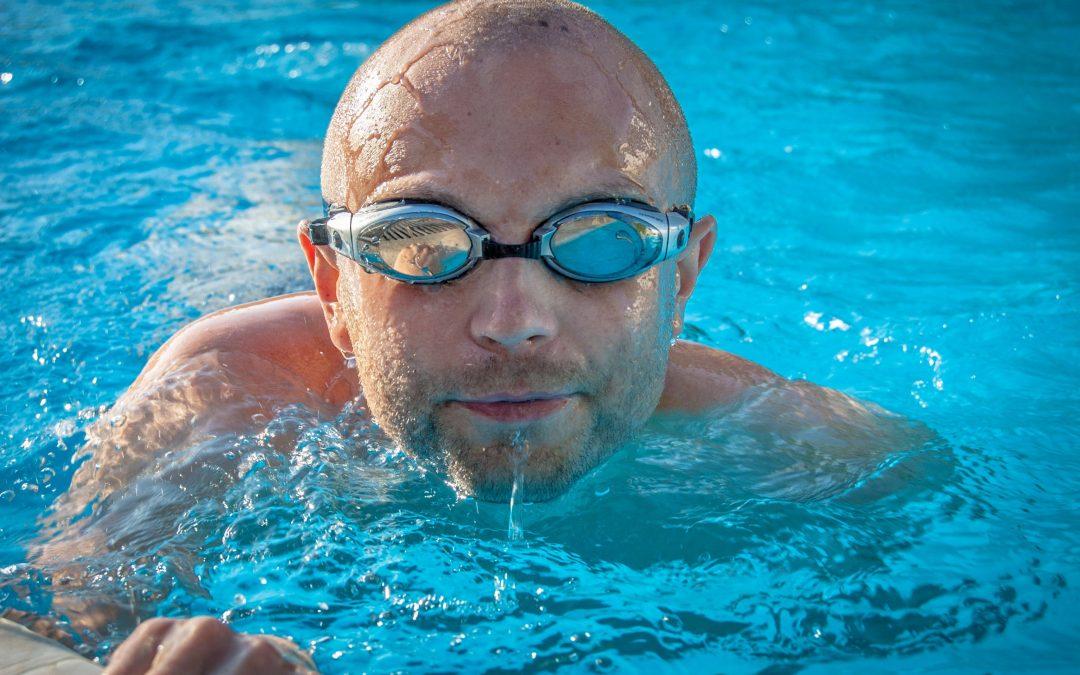 Cómo nadar sin lesionarte
